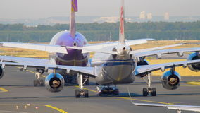 Frankfurt lotniska ruch drogowy zbiory wideo