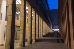 Frankfurt - Am - magistrala dziejowy centrum miasta Nowy stary miasteczko przy nocą zdjęcie stock