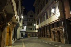 Frankfurt - Am - magistrala dziejowy centrum miasta Nowy stary miasteczko przy nocą obraz royalty free