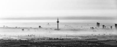 Frankfurt - Am - magistrala w ranek mgle obraz royalty free
