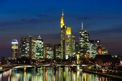 Frankfurt-am-Main, Alemania en el crepúsculo Foto de archivo