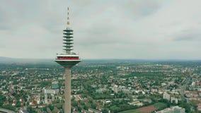 FRANKFURT AM MAIN, DEUTSCHLAND - 29. APRIL 2019 Spitze von berühmtem Europaturm, hohe Telekommunikation ragen, Vogelperspektive h stockbilder