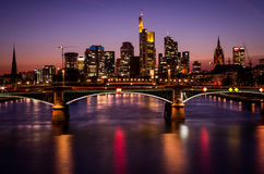 Frankfurt-am-Main en la puesta del sol Fotografía de archivo libre de regalías