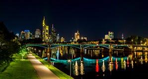 Frankfurt-am-Main tijdens zonsondergang royalty-vrije stock afbeeldingen