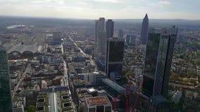Frankfurt- am Mainpanorama von der Wolkenkratzerperspektive Frankfurt stock video