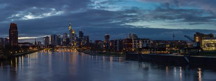 Frankfurt miasta linii horyzontu panorama przy zmierzchem Obraz Royalty Free