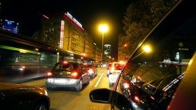 Frankfurt miasta Samochodowy jeżdżenie przy nocą zbiory