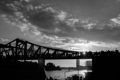 Frankfurt most w zmierzchu fotografia royalty free