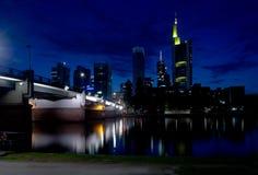 frankfurt natt Fotografering för Bildbyråer
