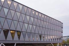 FRANKFURT NIEMCY, Październik, - 28, 2017: Nowożytny budynek obok W fotografia royalty free