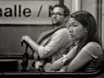 Frankfurt Niemcy, Sierpień, - 21: Niezidentyfikowana azjatykcia dziewczyna w metra ln Sierpień 21, 2014 w Frankfurt, Niemcy Fotografia Stock