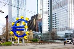 Frankfurt Niemcy, Styczeń, - 27: Euro znak Europejscy Środkowi półdupki zdjęcie stock