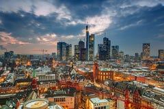 Frankfurt på skymning Royaltyfri Fotografi