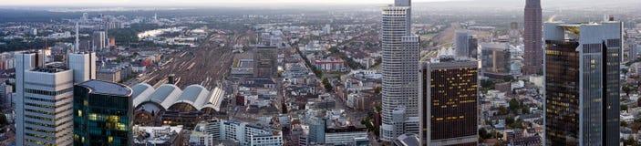 Frankfurt-Panorama mit Hauptbahnhof Stockfotografie