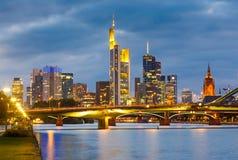 Frankfurt przy noc Zdjęcia Royalty Free
