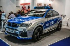 FRANKFURT - SEPT 2015: BMW X4 polisbil som framläggas på den internationella motoriska showen för IAA Arkivfoto