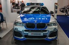 FRANKFURT - SEPT 2015: BMW X4 polisbil som framläggas på den internationella motoriska showen för IAA Arkivfoton