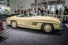 FRANKFURT - SEPT 2015: Brabus 1957 klassiska Mercedes-Benz 300 SL Fotografering för Bildbyråer