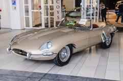 FRANKFURT - SEPT. 2015: Jaguar-e-Type cabrio 1963 voorgesteld bij IAA Royalty-vrije Stock Foto's