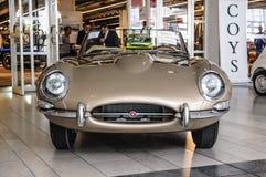 FRANKFURT - SEPT. 2015: Jaguar-e-Type cabrio 1963 voorgesteld bij IAA Stock Fotografie