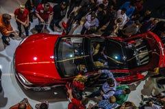 FRANKFURT - SEPT 21: ny gåva 2014 för automatisk för Tesla modell S eletric Arkivbilder