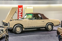 FRANKFURT - SEPT. 2015: PAGODE MERCEDES-BENZS 280SL cabrio BR 1969 Lizenzfreies Stockfoto