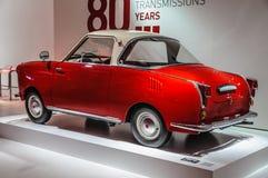 FRANKFURT - SEPT. 2015: rode die retro auto bij IAA Internatio wordt voorgesteld Stock Fotografie