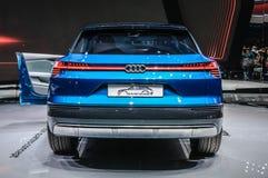 FRANKFURT - SEPT. 2015: Voorgestelde het Concept van Audi e-Tron Quattro Stock Foto's