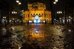 Frankfurt Tyskland - December 03: Den gamla operan för Alte operation i Frankfurt på December 03, 2017 i Frankfurt, Tyskland Arkivfoton