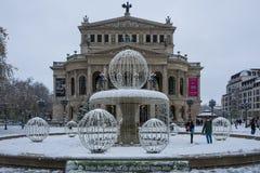 Frankfurt Tyskland - December 10: Den gamla operan för Alte operation i Frankfurt på December 10, 2017 i Frankfurt, Tyskland Arkivfoton