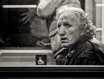 Frankfurt Tyskland - December 12: Oidentifierad man i tunnelbana på December 12, 2014 i Frankfurt, Tyskland Arkivbild