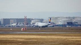 FRANKFURT TYSKLAND - FEBRUARI 28th, 2015: Lufthansa Boeing 747 - MSN 28287 - D-ABVT som namnges Rheinland Pfalz som går att ta Fotografering för Bildbyråer