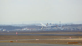 FRANKFURT TYSKLAND - FEBRUARI 28th, 2015: Lufthansa Boeing 747 - MSN 28287 - D-ABVT som namnges Rheinland Pfalz som går att ta Arkivfoton