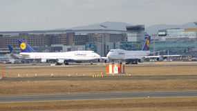 FRANKFURT TYSKLAND - FEBRUARI 28th, 2015: Lufthansa Boeing 747 - MSN 28287 - D-ABVT som namnges Rheinland Pfalz som går att ta Arkivbilder