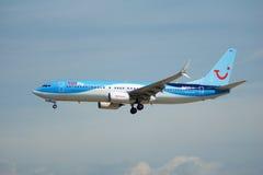 FRANKFURT TYSKLAND - JULI 09., 2017: TUIfly FLYGBOLAG Boeing 737-800 landar på den Frankfurt flygplatsen, Boeing 737 nästa Gen, M Arkivbild