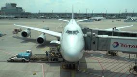 Frankfurt Tyskland - Juni 16, 2018: LUFTHANSA Boeing 747 förbereder sig för avvikelse från flygplatsen Frankfurt i New York arkivfilmer
