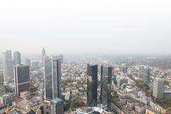 Frankfurt Tyskland skyskrapor med vit bakgrund Arkivbild