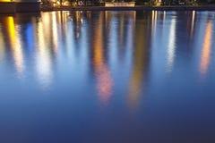 Frankfurt - Weerspiegeling van de horizon (samenvatting) in de avond royalty-vrije stock foto's