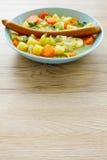 Frankfurter kiełbasa na Jarzynowym gulaszu Obrazy Royalty Free