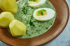 Frankfurterworst groene saus royalty-vrije stock foto