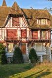 Frankreich, die malerische Stadt von Verneuil-sur Wadenetz lizenzfreie stockbilder