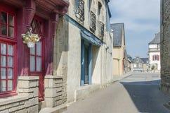 FRANKREICH JOSSELIN AUG 2018: Ansicht der Oliver de Clisson-Straße in Josselin-Stadt von Frankreich stockbild