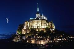 Frankreich, Mont Saint Michel an der blauen Stunde stockbild