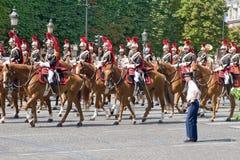 FRANKREICH, PARIS - 14. JULI: Die Kavallerie an einem Militär Lizenzfreie Stockfotografie