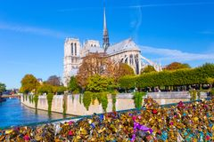 frankreich paris Ansicht über Notre Dame Cathedral von der Brücke Pont lizenzfreies stockbild