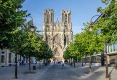 FRANKREICH REIMS AUG 2018: Ansicht der Fassade des cathedrale von Reims Es der Sitz der Erzdiözese von Reims, in der die Könige i stockfoto