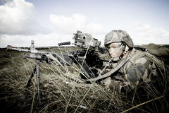 Frankrijk, het opleidingscentrum van een buitenlands legioen - circa, 2011 De legionair is op plicht tijdens een gevechtsopdracht Stock Foto's