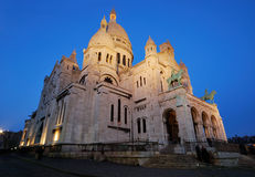 Frankrijk. Parijs. Sacre Coeur bij nacht royalty-vrije stock fotografie