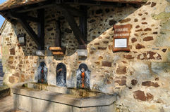 Frankrijk, Sint-bernardfontein in Soligny-La Trappe Stock Afbeeldingen