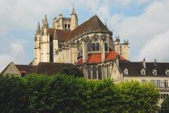 Frankrike BourgogneAuxerre panorama av domkyrkan arkivbilder